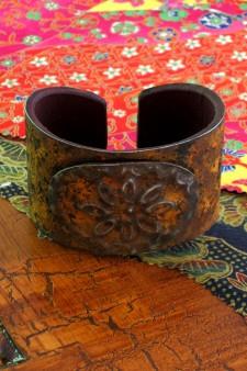 Medium Width Oval Medallion Ranch Style Cuff