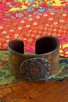 Medium Width Round Medallion Ranch Style Cuff